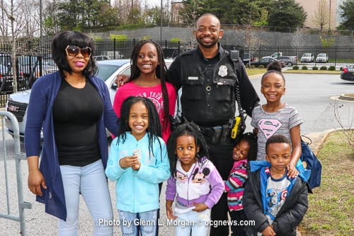 Officer Marty Williams, his six children and girlfriend, Amber Singleton, greeted the droves of people who attended the fundraiser. Photos by Glenn L. Morgan/OCGNews